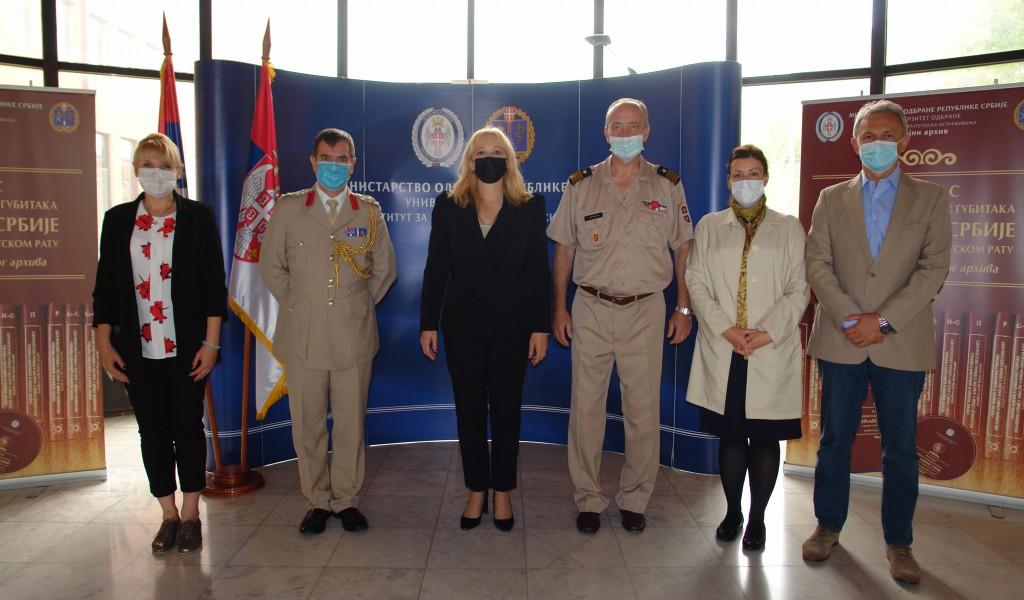 Посета изасланика одбране Уједињеног Краљевства Војном архиву