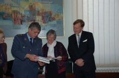 Ен Олдис из Групе за напредна истраживања и процене (ARAG) Војне акадeмије Велике Британије у ИСИ 28. новембар 2007.